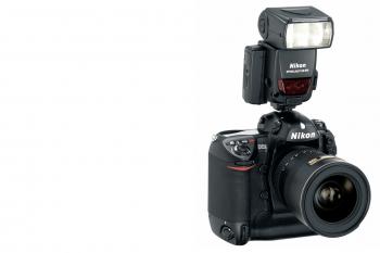 Der Kamerabody mit dem Systemblitz SB 800, der optional dazu gemietet werden kann