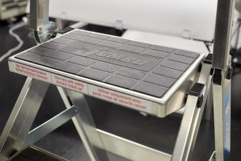 Professionelle Hilfsmittel wie die SUVA-anerkannte Sicherheitstreppe der Marke Zarges, mit extragrosse Trittstufen von 36 x 23 cm, geriffelten Gummiplatten (zur freien Mitbenutzung)